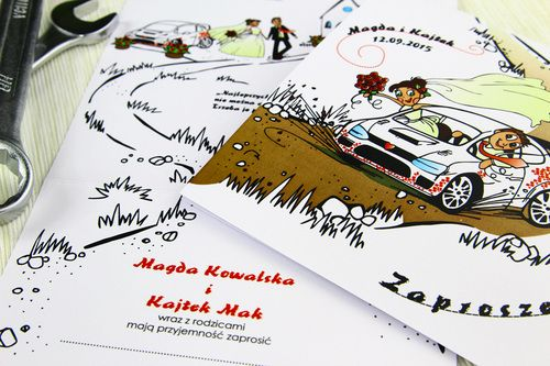Personalizowane, iście rajdowe zaproszenie ślubne. Dla fanów motoryzacji, a w szczególności rajdów samochodowych. Zaprojektowane w konwencji humorystycznej, na wesoło.