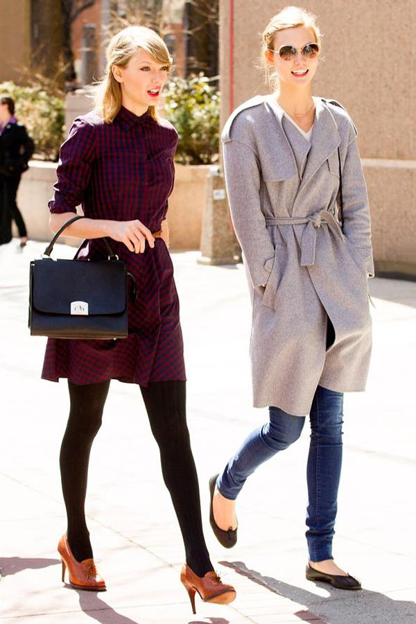 Karlie and Taylor are stealing my sisters' style. UNFAIR!!! Flannery has better posture than Karlie, though.
