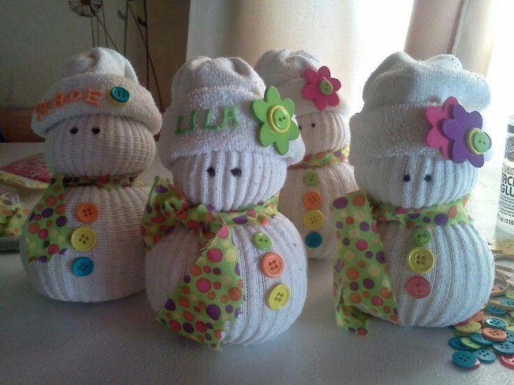 Mu ecos de nieve hechos con calcetines ideas navide as for Munecos con calcetines