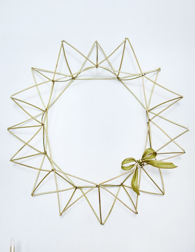A DIY Himmeli Wreath made from coffee stirrers, floral wire, and spray paint