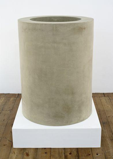 Peter Fischli  David Weiss, Grosse Röhre aus Ton, stehend, 2012