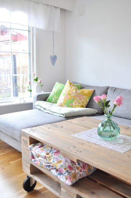 Gray corner sofa, pillow pops of color, pallet coffee table. <3