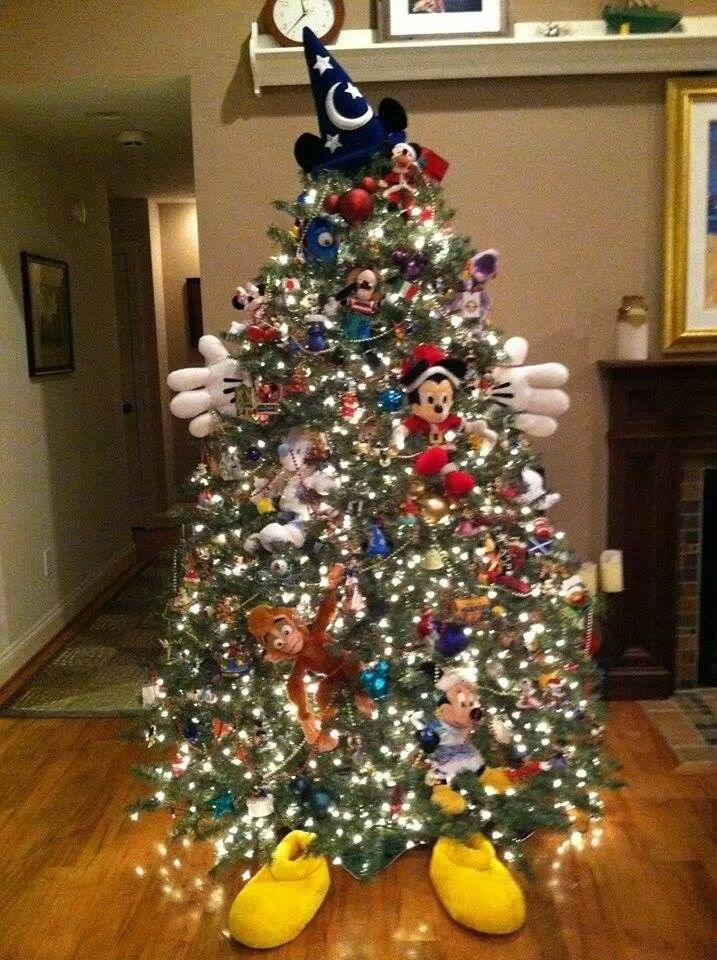 Disney tree, I think I might try this next year!!! So cute and I could use my…