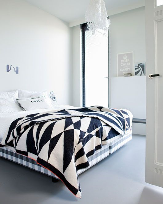 Love that black and white bedding