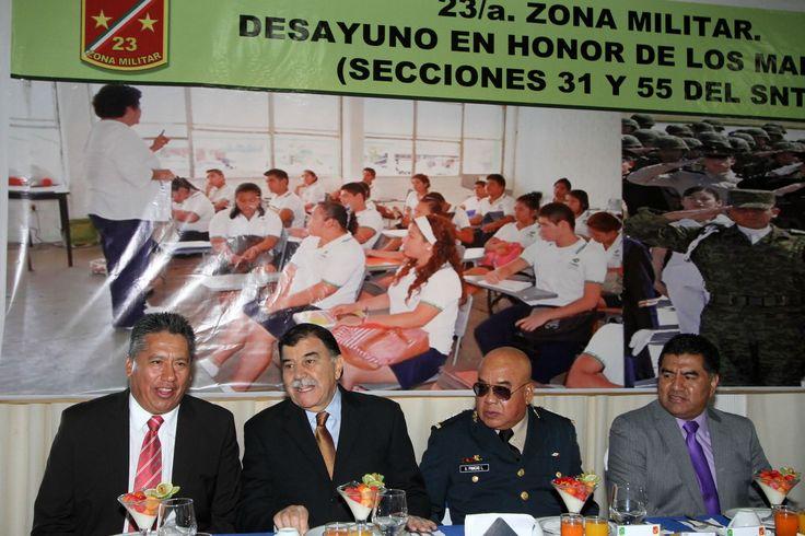 LA MEJORA DE LAS CONDICIONES LABORALES DEL MAGISTERIO ESTÁ A LA VISTA: MGZ          ·         Encabeza el Gobernador la celebración del Día del Maestro que organizó el comandante de la XXIII Zona Militar, Alejandro Pinacho López