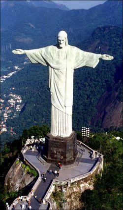 Le Christ rédempteur à Rio de Janeiro - une des 7 merveilles du monde désignées en 2007.