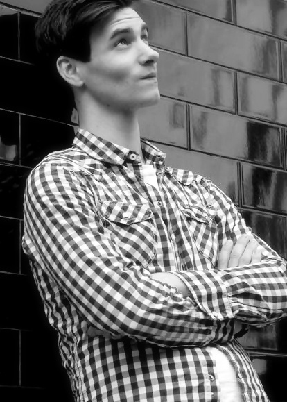 Harry Lloyd. So flippin' cute!!