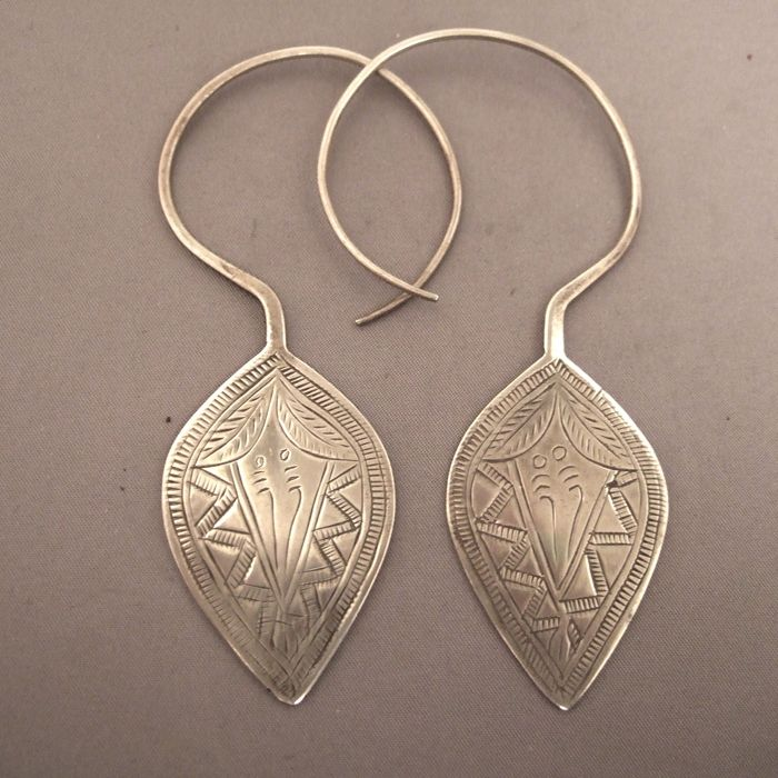 Earrings ~ China |  These earrings are Guizhou (Miao). The Yi from Yunan in China wear also this type of engraved earrings