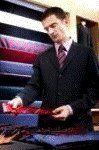 Marketing Personal Masculino  Asesoría individual y training en proyección de su imagen  Los si y los no del buen vestir Imagen Profesional Masculina •Postura y lenguaje corporal. Actitud   •Porte y caminar elegante   Estilo y presencia •Vestuario: eligiendo el traje ideal. •Accesorios y complementos. •Como vestir para cada ocasión. •Colorimetría personal. Colores que proyectan autoridad. •Vestimenta casual para ejecutivos  •Etiqueta en la indumentaria  •Como adaptar las tendencias.