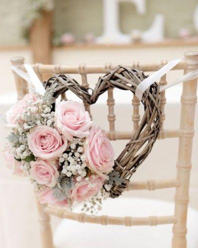 Distintas propuestas para decorar la sillas de tu boda | HISPABODAS