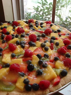 My Litter: Hershey's vanilla fruit torte ~ Fruit pizza recipe!