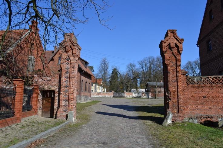 Brama wjazdowa do Folwarku - zachęca do środka :)