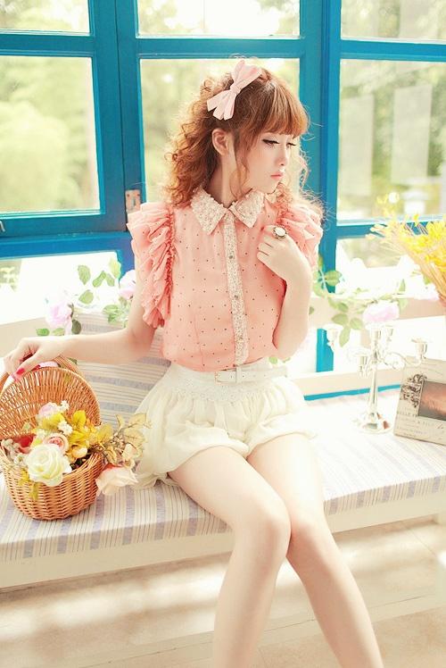 via My Darling Rainbow http://mydarlingrainbow.tumblr.com Sweet and charming cosplay girl.