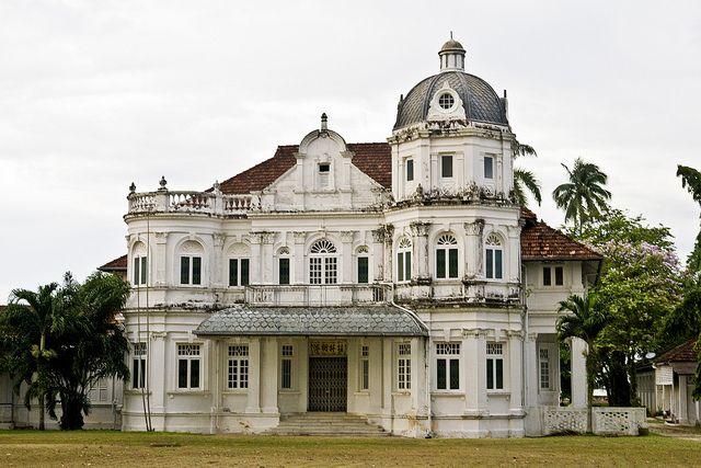 Runs house mansion