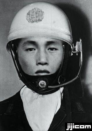 3億円事件 3億円強奪事件の犯人モンタージュ写真として発表された手配写真。信頼性に対する疑問から1974年12月に正式…
