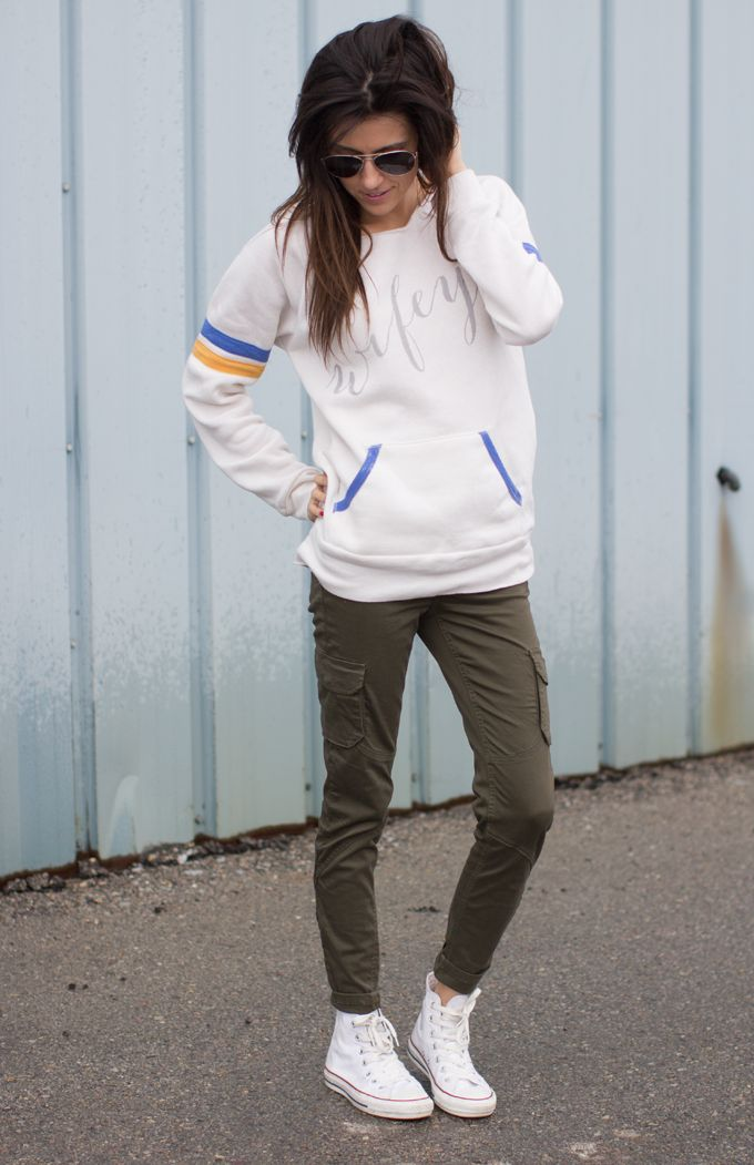 olive pants, loose sweater and all stars.