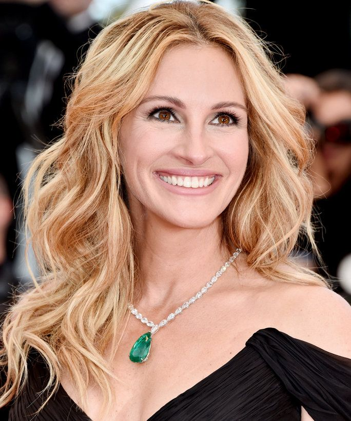 Find out exactly what her makeup artist used to get Julia Roberts's makeup look from Cannes.