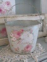 Debi Coules Vintage Roses Fleurs Bucket