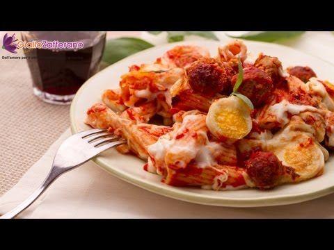 Pasta al forno (baked pasta), un classico primo piatto per le feste e non solo.
