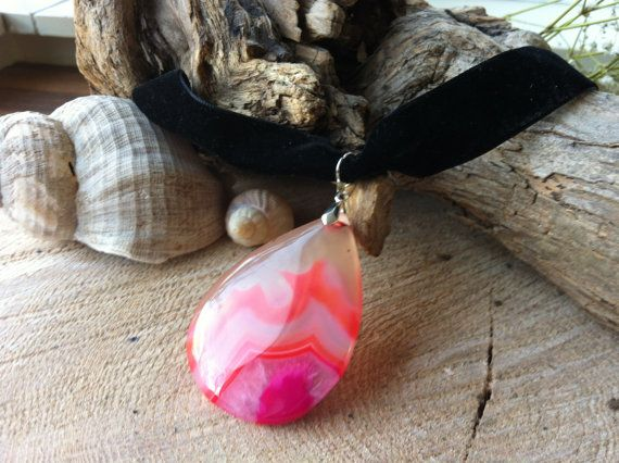 Teardrop Agate pendant pink red transparant on velvet choker necklace