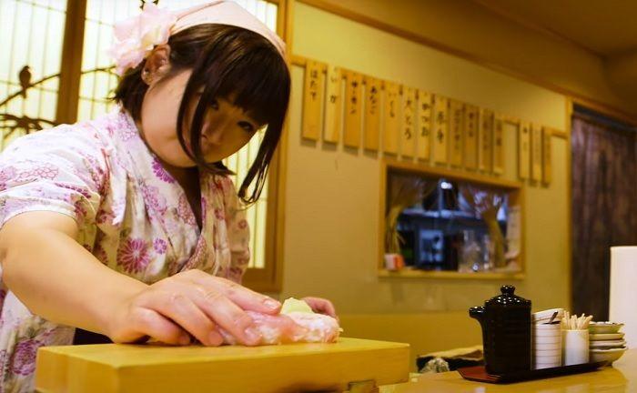 No Japão, chef de cozinha quebra tradição e abre o 1º restaurante de sushi comendado só por mulheres!