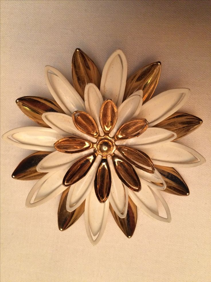 Sarah Coventry brooch. Gold and white enamel.