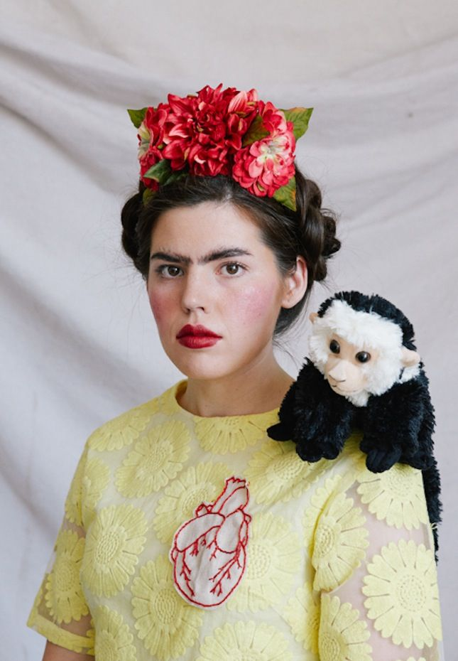 This Frida Kahlo costume is too good.
