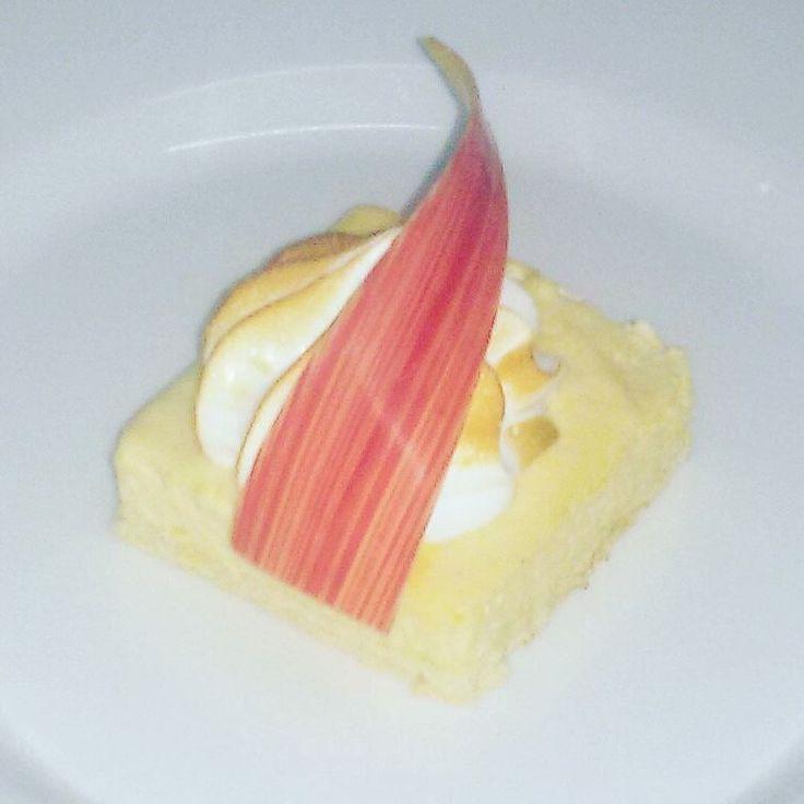 Bavarese alla pesca con meringa #bychefalfredo #dolce_salato_italiano #kitchenlife #otcucino #dolci #dessert #bavarese #pesca #peach #meringa #followme #instafood #artfood #gourmet #italianfood #theartofplating #chef #chefofinstagram #chefemaitre #foodorgasm #food #foodporn #cucinamediterranea #cucinaitaliana #cucinandoarte by alfredoiannotti