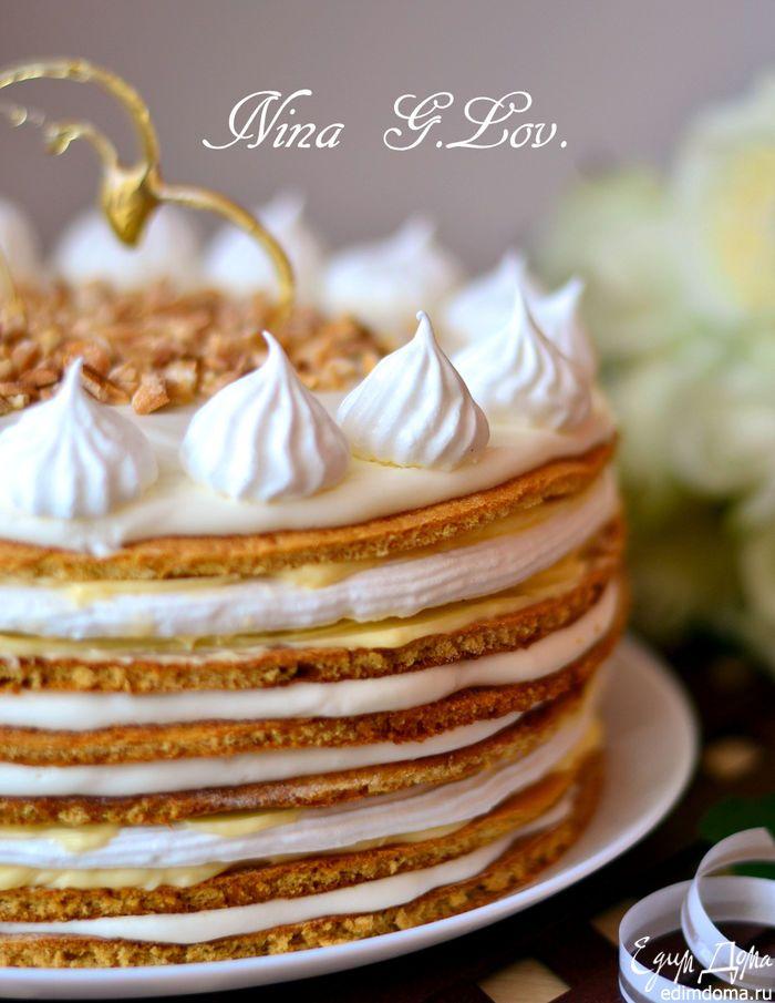 """Хочу предложить вам прекрасный рецепт торта, который  называется """"Полет шмеля"""", так как автор соединил торт Полет с Медовиком, вот такое и название)). Рецепт позаимствовала на сайте Карпатка, честно,не знаю, кто именно автор, но ему низкий поклон, торт потрясающе вкусный, чем-то похож на Грильяжный, только медовый, да вкуснее, что уж там говорить... Медовые коржи сами по себе очень вкусные, плюс хрустящее безе, два вида крема, масляно-заварной и сметанный, украшение в виде маленьких…"""