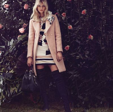 TWIN-SET Simona Barbieri, 2015/16 winter collection: lamé bouclé cloth, straight crêpe de Chine dress with macro flower print, unlined two-color bucket bag with inside clutch bag and suede and mock suede thigh boot
