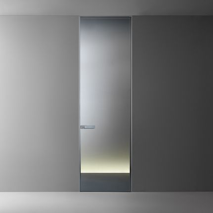 Flush swing door Moon is available in the new reflecting and acyd glass finishings. Handle with flush mounted tempered glass in the same colour of the door panel. Magnetic locking device with revolving nut.