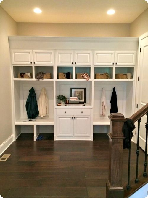 Great storage space—any family could be organized with this setup❣ thriftydecorchick.com