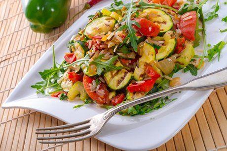 Das köstliche Gemüse Risotto wird im Dampfgarer langsam und zart zubereitet, so schmeckt das Gericht himmlisch gut. Dieses Rezept müssen Sie versuchen.