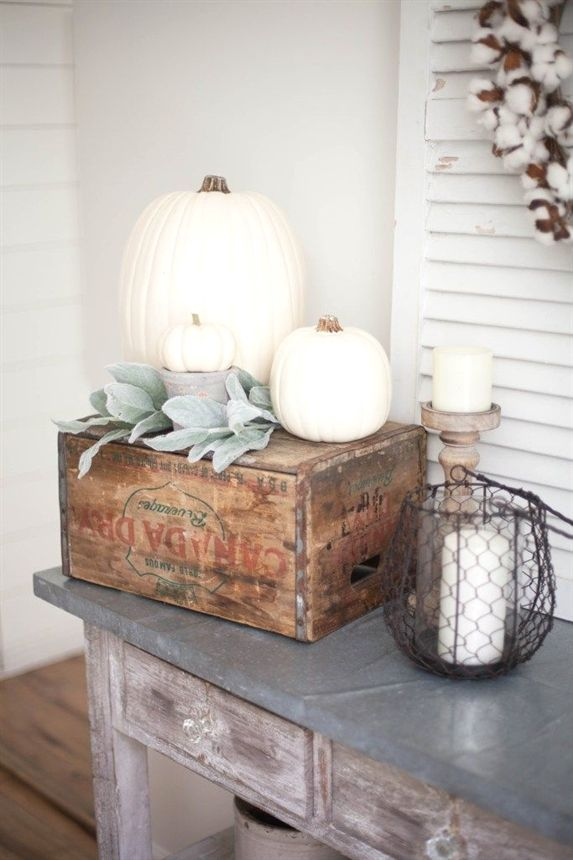 Simple and neutral fall farmhouse dining room decor using natural