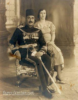 أحمد صادق باشا من قادة الحرس الملكي و زوجته.