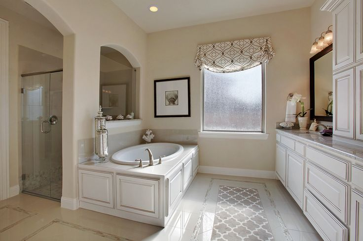 24 Stunning Luxury Bathroom Ideas For His And Hers: This Master Bathroom Comes Complete With His And Hers Sink