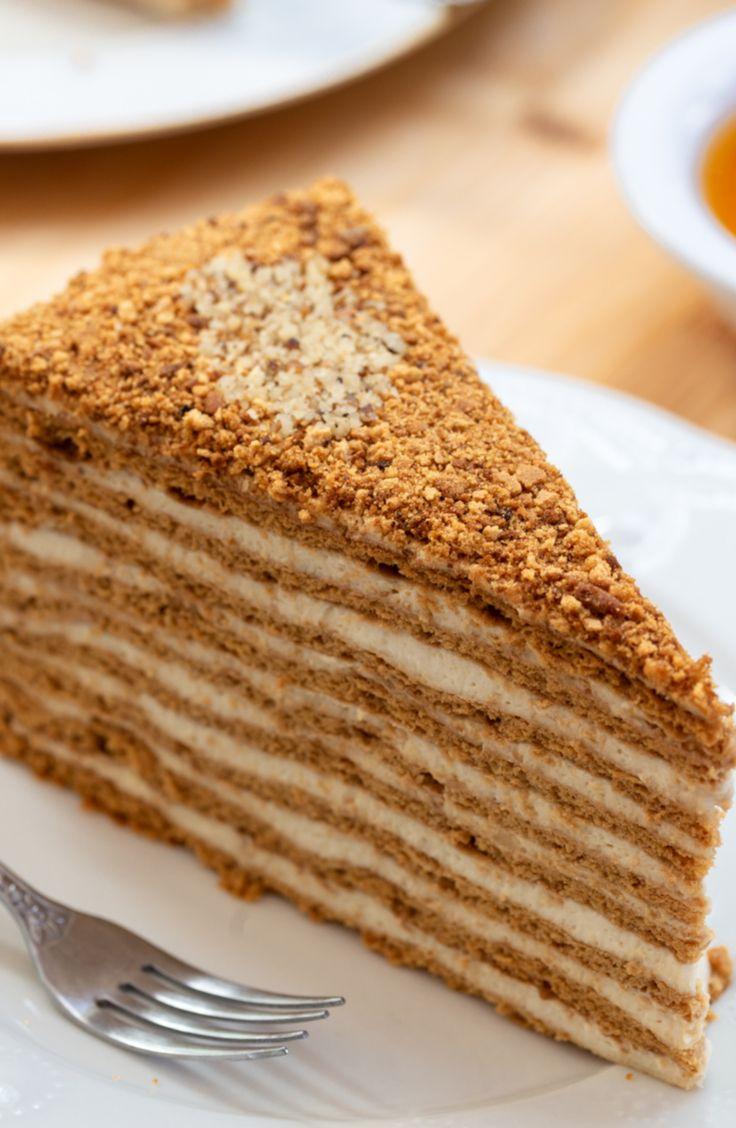 Honigkuchen Medovik Baumkuchen Mit Honig Und Creme Backen Honigkuchen Russische Rezepte Kuchen Russische Kuche