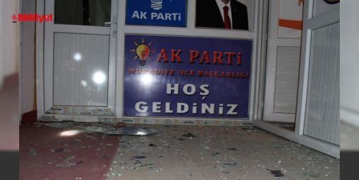 AK Parti Muradiye ilçe binasına bombalı saldırı yapıldı : Olay gece saat 02.55 sularında ilçenin Yenişehir Mahalleşsi Çarşı Merkezinde bulunan AK Parti İlçe Başkanlığı binasına meydan geldi. Düzenlen el bombalı saldırıda binada kimsenin bulunmaması büyük bir faciayı önlerken bina büyük çapta hadar meydana geldi.Konu ile ilgili açıklama yapan AK Parti İlç...  http://www.haberdex.com/turkiye/AK-Parti-Muradiye-ilce-binasina-bombali-saldiri-yapildi/82390?kaynak=feeds #Türkiye   #Parti #bombalı…