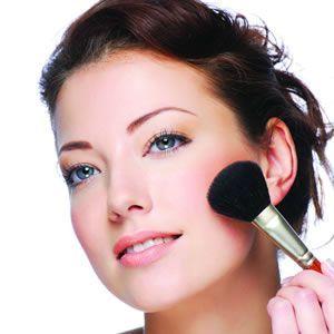Die besten Make-up-Produkte und Tipps für den Alltag, um das alltägliche Leuchten zu erzielen, das anhält, während Sie unterwegs sind  – Fashion!