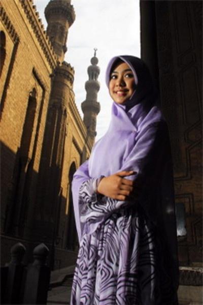 Purple dress and plain square hijab. modest!