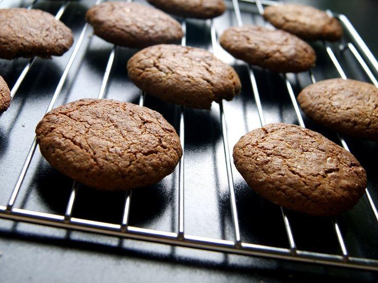 Ciasteczka gryczane z płatkami gryczanymi i masłem orzechowym