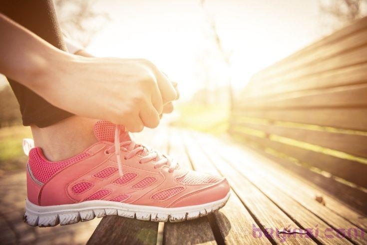 Sürekli olarak insanların şık giyinme isteği özellikle de modaya uyma istekleri ayakların oldukça rahat, konforlu olmalarını 2.plana atmaktadır.