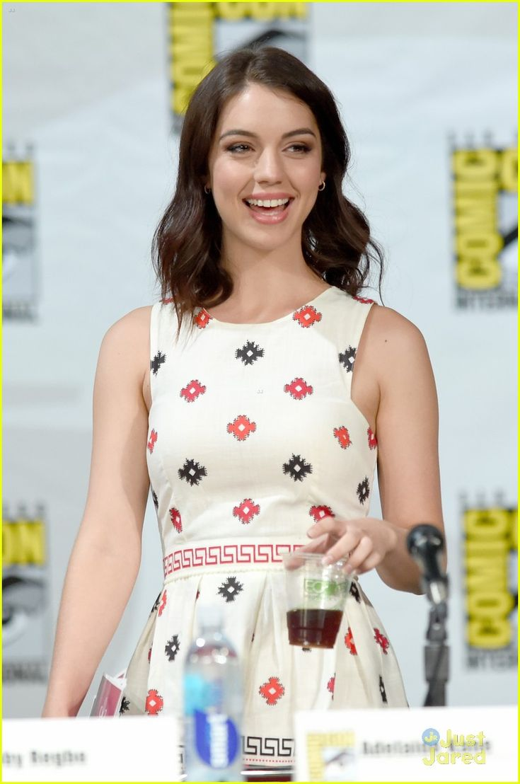 Adelaide Kane & Toby Regbo Are In Full On Adorable Mode at Reign's Comic Con 2014 Panel | adelaide kane toby regbo reign sdcc panel 18 - Pho...