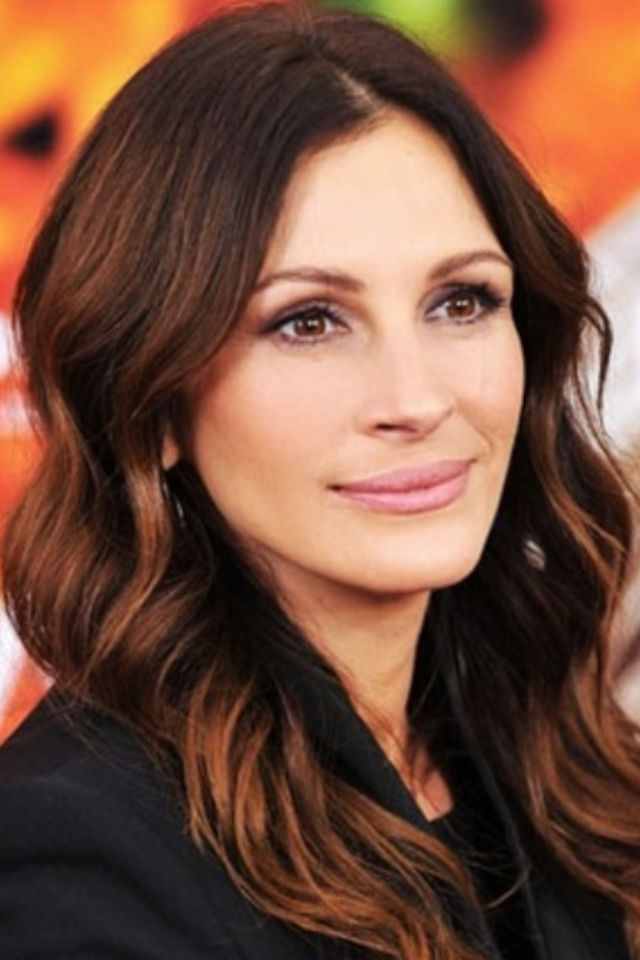 I've always had an obsession with julia roberts and I love her hair color...two more months and I'll be full brunette again for FALL!!!!!!! chesnut brown!