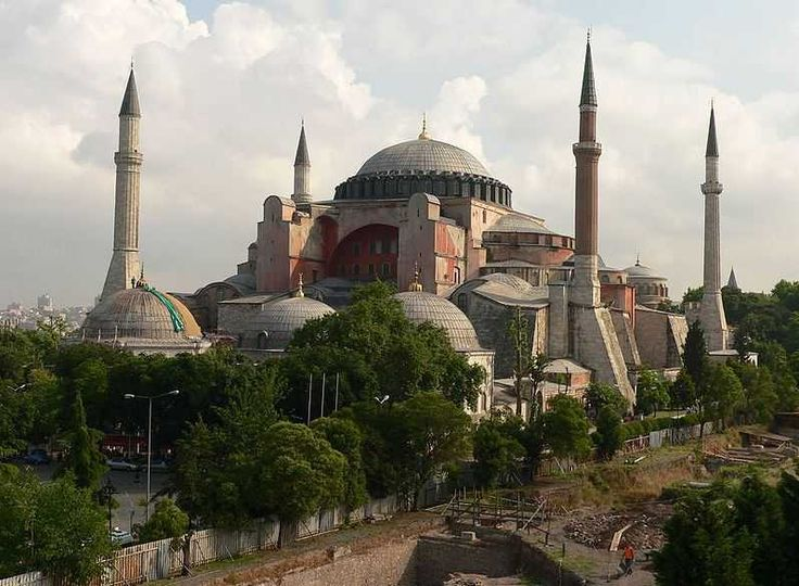 Hagia Sophia - Top 10 Tourist Attractions in Turkey http://www.traveloompa.com/top-10-tourist-attractions-in-turkey/