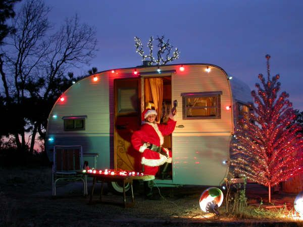 17 images about vintage travel trailers on pinterest for Airstream christmas decoration