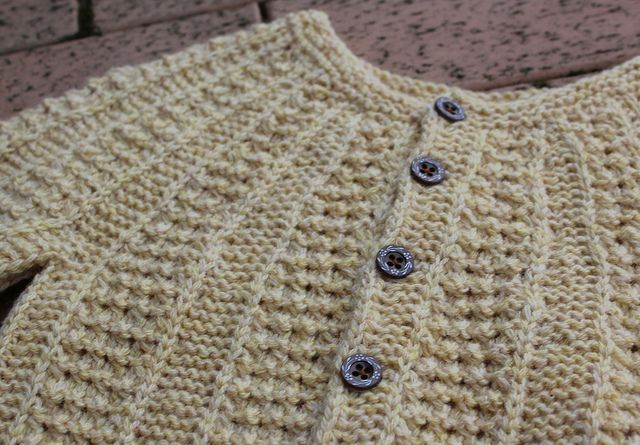 Ravelry: Project Gallery for Pebbles pattern by Sanne Bjerregaard