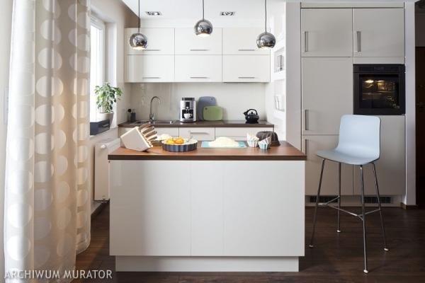 biala-kuchnia-z-wyspa_1044196.jpg (600×400)