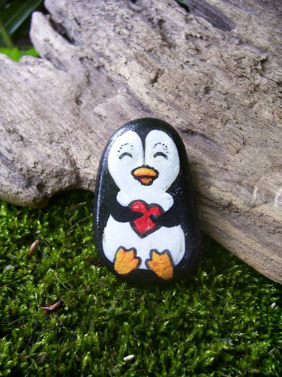 Mano dipinta pinguino Rock ciottolo di WildWhimsicalNature su Etsy