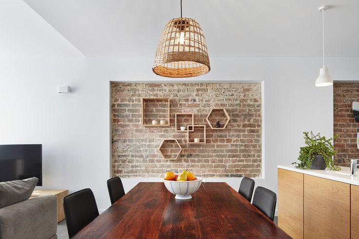 Имитация кирпичной стены: трендовые варианты отделки и 70+ вдохновляющих идей для дома http://happymodern.ru/imitaciya-kirpichnoj-steny-foto/ Небольшие участки стен, украшенные кирпичной кладкой Смотри больше http://happymodern.ru/imitaciya-kirpichnoj-steny-foto/